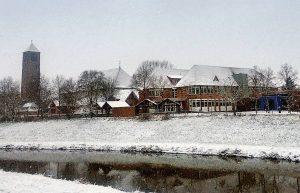zum Bild: Idyllisch verschneites Löningen – ein Bild aus den vergangenen Tagen. Nach Ansicht der Löninger lässt es sich hier gut leben. Foto: Anuschka Kramer.