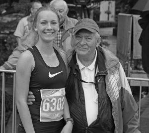 zum Bild: Heinz Engelke zusammen mit Lea Meyer, eine der größen Lauftalente des VfL Löningen (mehrfache Deutsche Jugendmeisterin) beim Marathon 2016. Foto: Stefan Beumker.