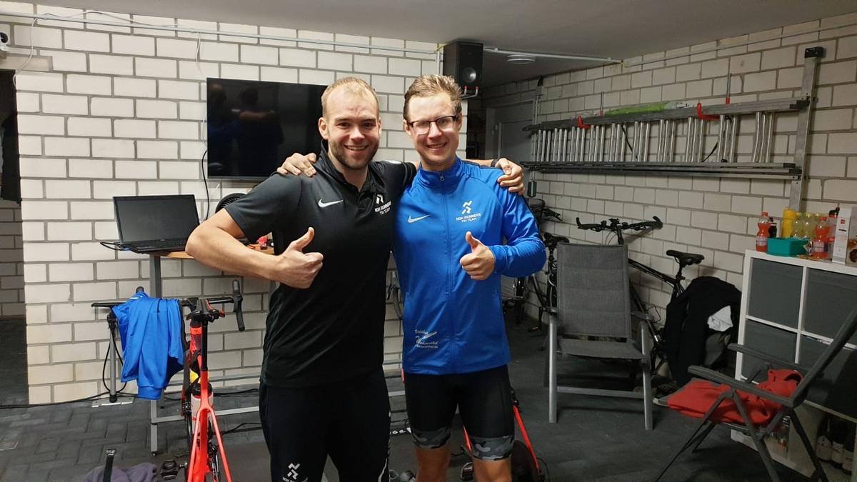 zum Bild: Daumen hoch für eine gelungene Aktion: Mirco Hüseman und Jens Jonker. Foto: privat.