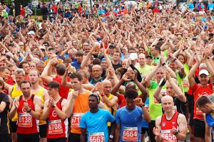 zum Bild: Seit Jahren ist der Remmers Hasetal-Marathon des VfL Löningen fester Bestandteil im Laufkalender vieler Hobbyläuferinnen und –läufer. Foto: Catfun Foto.