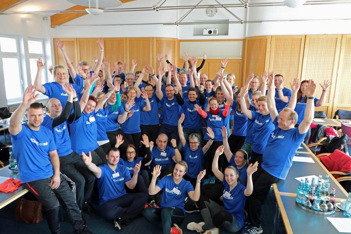 """zum Bild: 50 Teilnehmerinnen und Teilnehmer starteten unter dem Motto """"#läuftbeimir"""" das Vorbereitungsprogramm auf den Remmers-Hasetal-Marathon des VfL Löningen. Foto: Remmers Löningen."""