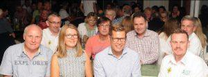 """zum Bild: Bestens gelaunt: Den Erfolg des 16. Remmers-Hasetal-Marathons feierte das neue Organisationsteam des VfL Löningen mit Unterstützern und Helfern in der """"Schönen Kneipe"""" in Löningen. Foto: Benken."""