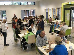 zum Bild: Das Löninger ´Marathon-Frühstück´ findet in der Mensa der Gelbrinkschule Löningen (Grundschule) statt. Foto: Stefan Beumker.