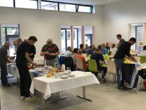 zum Bild: Die Organisatoren des Remmers-Hasetal-Marathons beim VfL Löningen freuen sich auf viele Frühstücks-Gäste. Foto: Stefan Beumker.