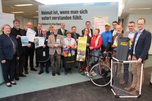 zum Bild: Förderung: Bei einem Treffen in der OLB-Filiale Cloppenburg berichteten die Partner über ihre Aktionen. Foto: Daniel Meier/OLB