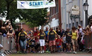 zum Bild: Erstmals wurde der Graepel-Bambini-Lauf im Rahmen des Remmers-Hasetal-Marathons beim VfL Löningen durchgeführt. Foto: larasch.de