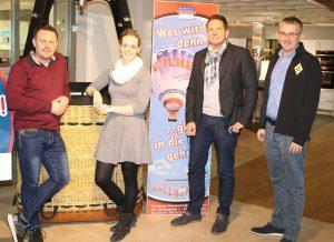 zum Bild: Möbel Wilken-Firmenchef Michael Wilken (zweiter von rechts) freut sich gemeinsam mit Mitarbeiterin Lisa Berentzen (Marketing) sowie Jens Lüken (links im Bild) und Stefan Beumker vom Orga-Team des VfL Löningen auf die neue Partnerschaft beim ´Möbel-Wilken-Halbmarathon´. Foto: VfL Löningen.