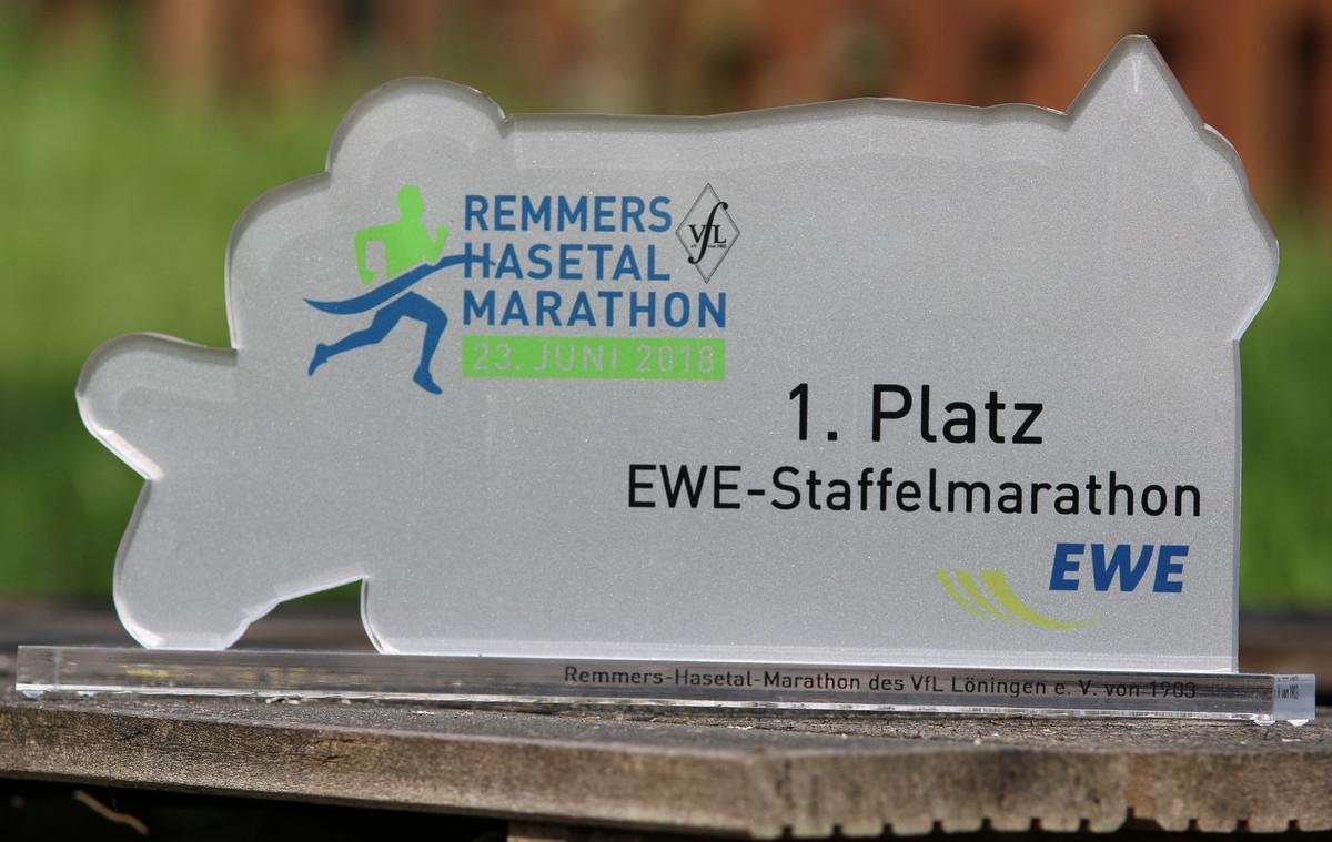 zum Bild: Mit diesem Siegerpokal wird das Siegerteam beim EWE-Firmenstaffelwettbewerb am Samstag, dem 23.06.2018, ausgezeichnet.