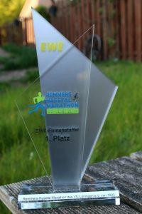 zum Bild: Siegerpokal beim EWE-Firmenstaffelwettbewerb 2019.