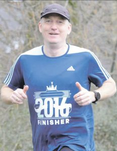 zum Bild:<br>Spaß am Laufen: Jan Gardewin ist nahezu täglich unterwegs und spult in der Woche schon mal bis zu 100 Kilometer ab. Foto: Til Bettenstaedt.