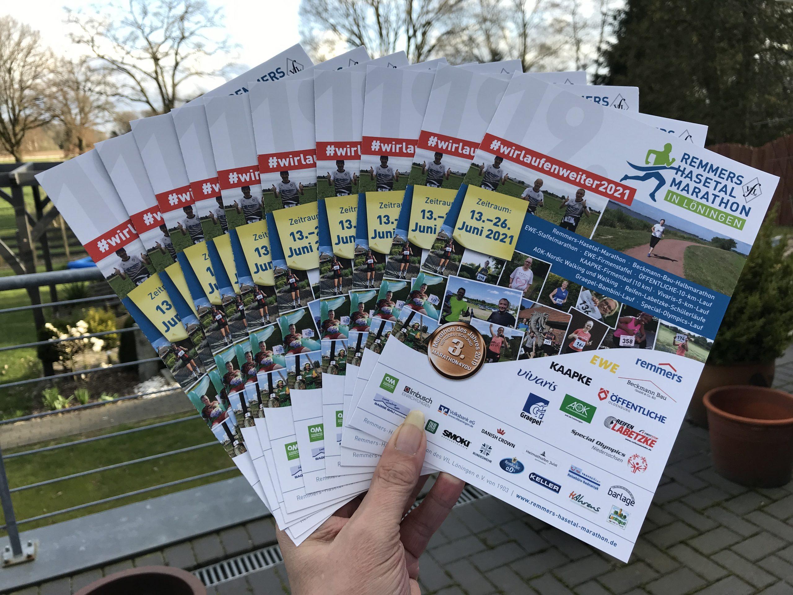 zum Bild:Die neuen Flyer für den virtuellen Lauf 2021. Foto: Remmers-Hasetal-Marathon des VfL Löningen.