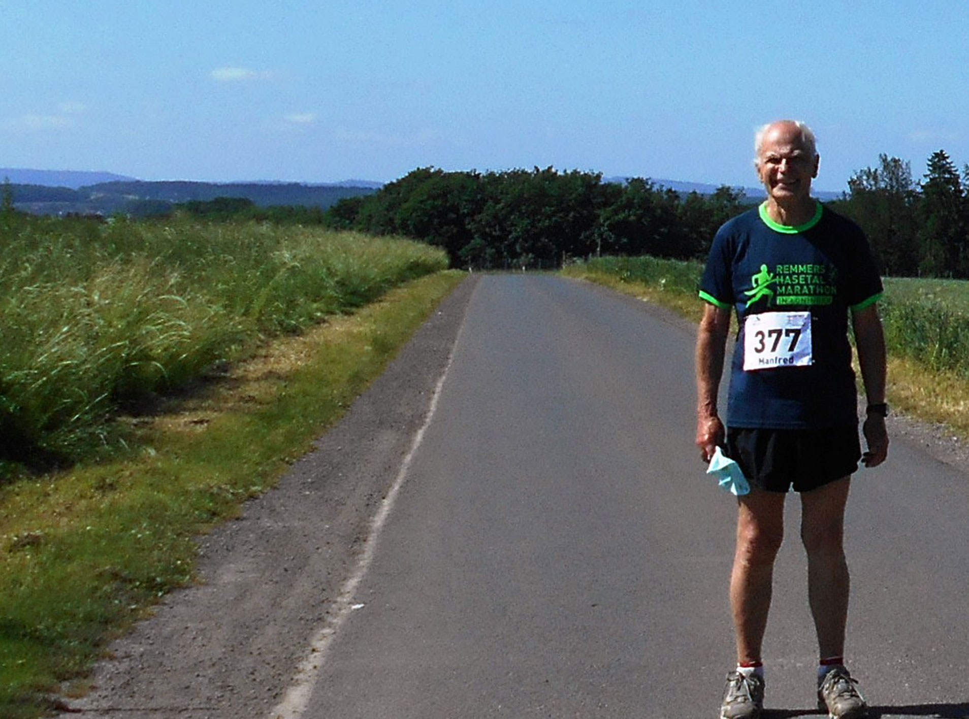 zum Bild:Der 81-jährige Manfred Kloweit-Herrmann ist dank seiner Smartphone-App den Hasetal-Halbmarathon im Grönegau gelaufen. Foto: Kloweit-Herrmann.